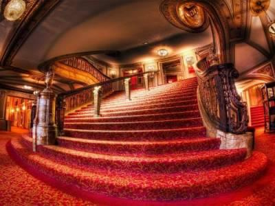 Зоя Гарина: «Зрителям в театре завязывают глаза»