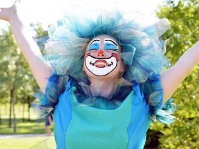 В метро с аниматором: «Куда вы едите в костюме клоуна?»
